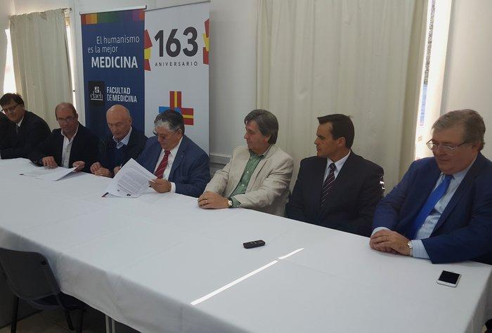 La Asociación Española y el Claeh firman convenio de cooperación en capacitación médica