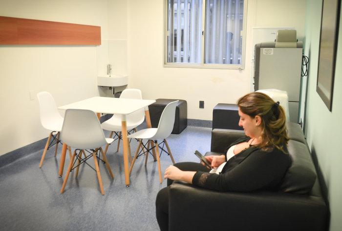 Sala de estar para mamás de bebés recién nacidos