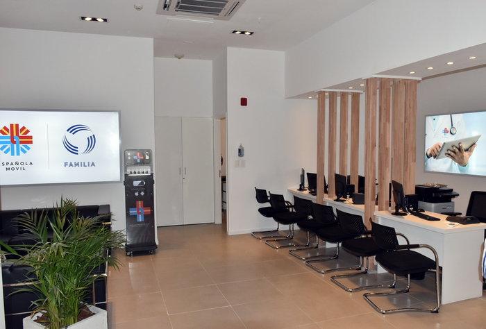 Española Móvil y Familia Acompañantes inauguraron nuevos locales en Punta Carretas Shopping